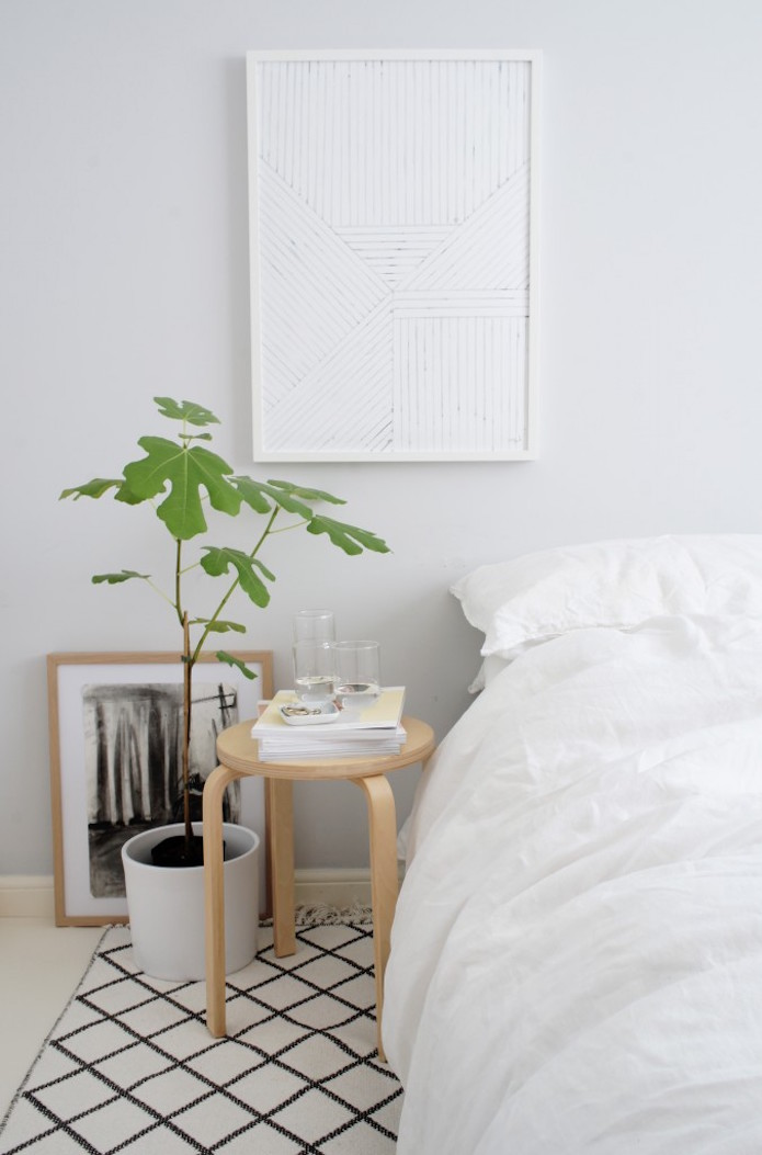 taburete Frosta Ikea como mesita de noche