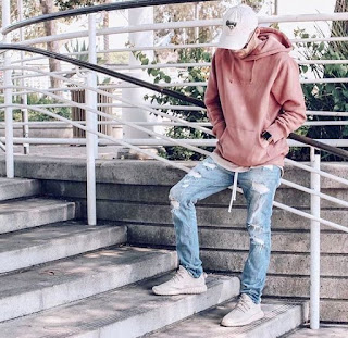 Model Ripped Jeans And Sweaters