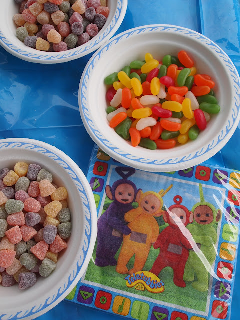 Party Pieces sweets and Teletubbies napkins