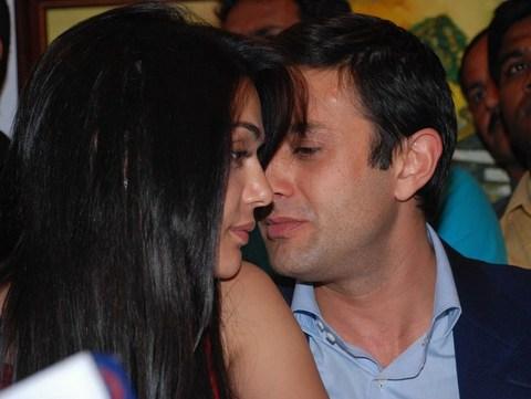 Preity zinta hot kisses