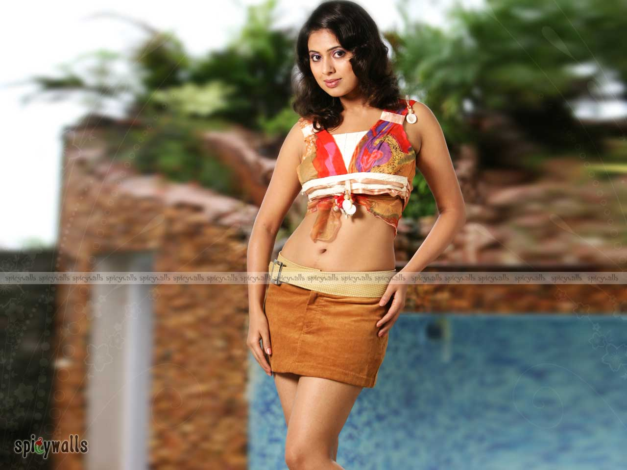 INDIAN ACTRESS: Tejashree Tamil Actress Hot Boobs Show In