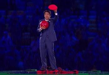 Μας άφησε ΑΦΩΝΟΥΣ: Δείτε τι έκανε ο Πρωθυπουργός της Ιαπωνίας για να καλέσει τους πάντες στους Ολυμπιακούς Αγώνες στο Τόκυο [video]