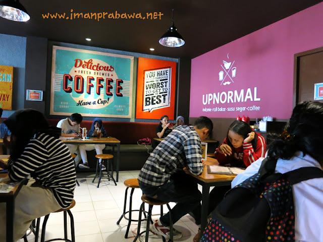 Warung Upnormal Cempaka Putih Jakarta Pusat
