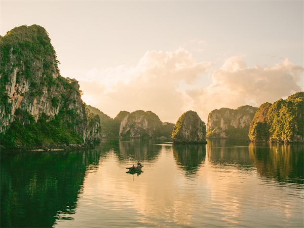 Halong bay in the list of 50 most beautiful destinations of Asia