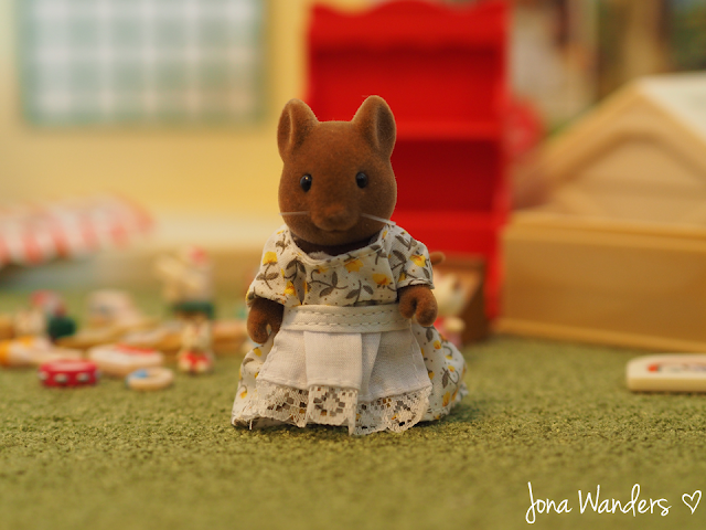 Sylvanian Families Betty Hazelwood front