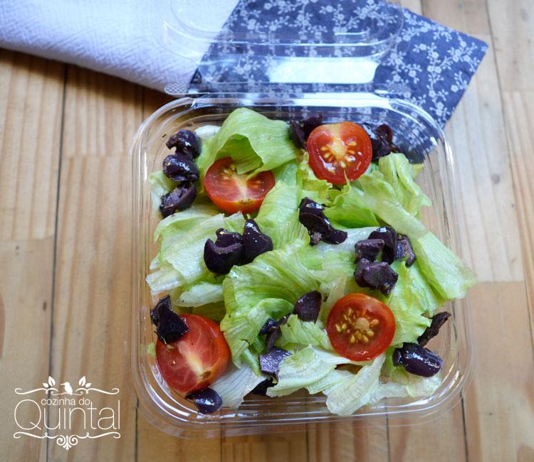 Uma linda e saudável salada no pote!