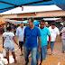 Prefeito eleito de Barreiras Zito Barbosa, põe o pé na lama e visita a feirinha da Vila Rica