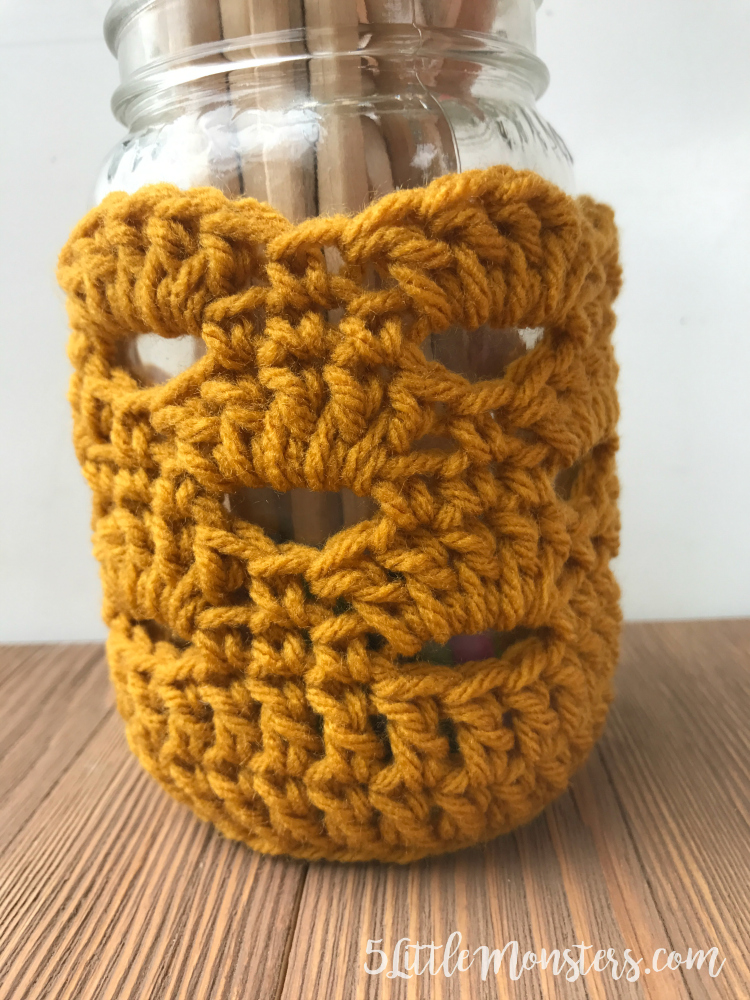 crochet a jar cover in fall colors for a pretty pencil holder