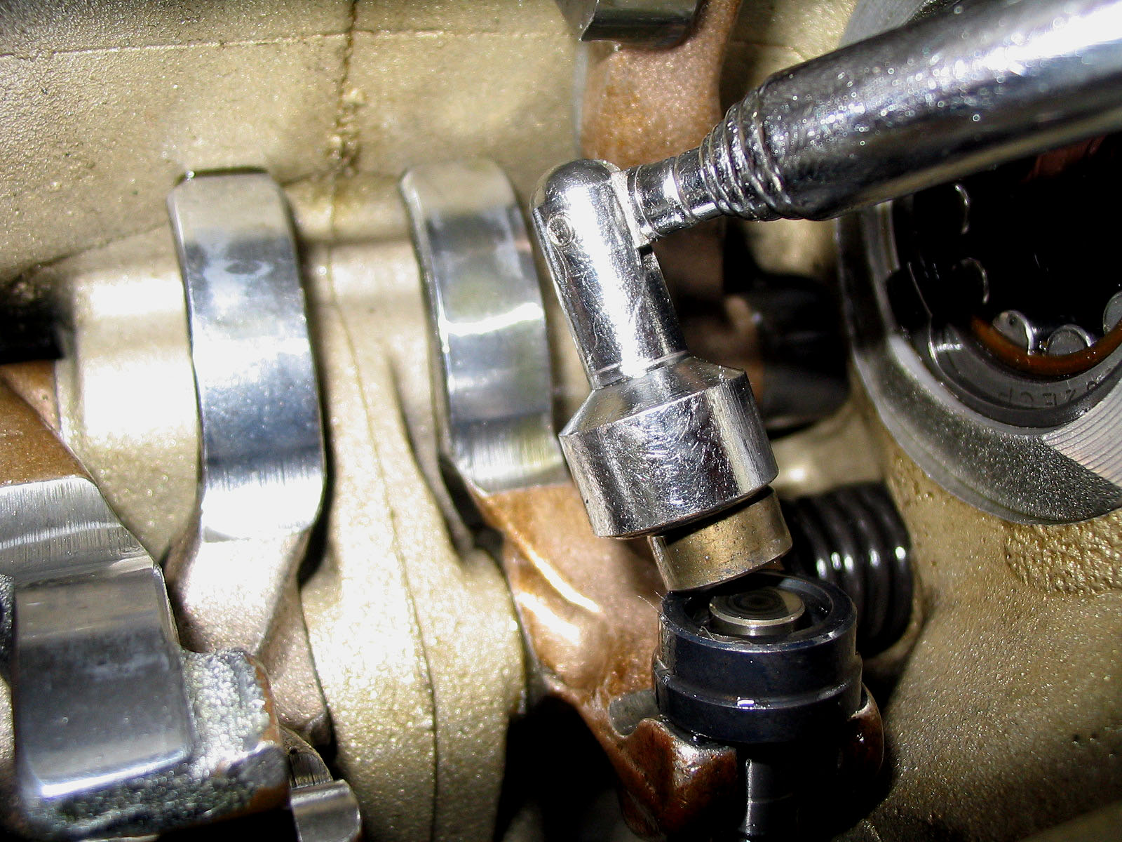 OddBike: How to Adjust Ducati Desmo Valves