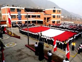 Foto en el Día de la Bandera dentro de un colegio
