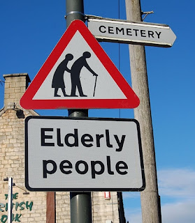Elderly people / Cemetery