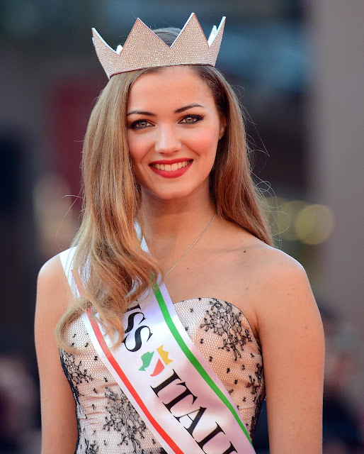 Artis Model Wanita Italia Paling Cantik