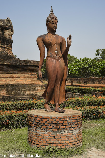 Wat Sa Si, Sukhothai, standing Buddha