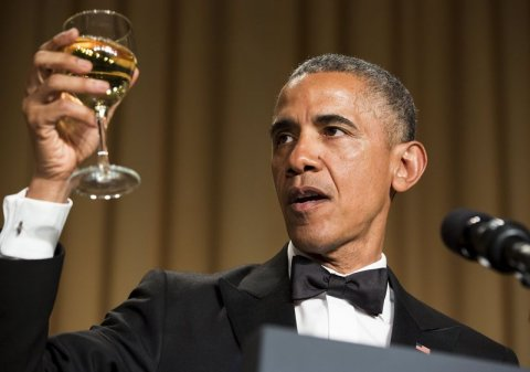 Barack-Obama-making-a-toast