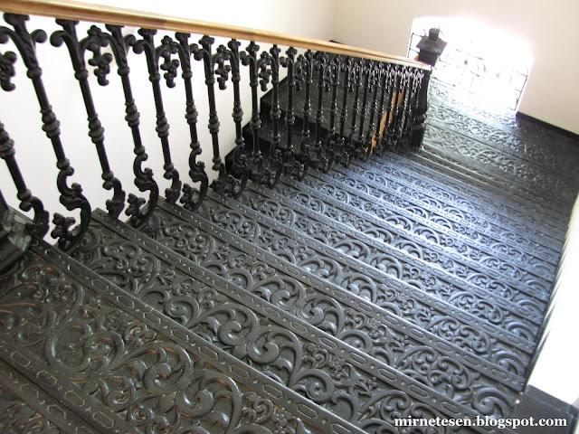 Кованая лестница в музее Зарайского кремля