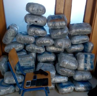 Συνελήφθησαν πέντε άτομα, με περίπου 104 κιλά κάνναβης