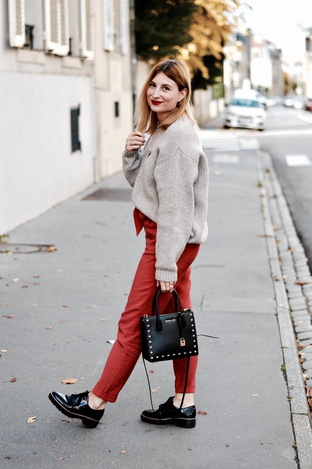 look femme automne : comment porter le pantalon rouille