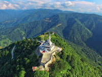 Menakjubkan, Video Masjid Kıbledağı Berada di Puncak Bukit Pada Ketinggian 1200 Mdpl