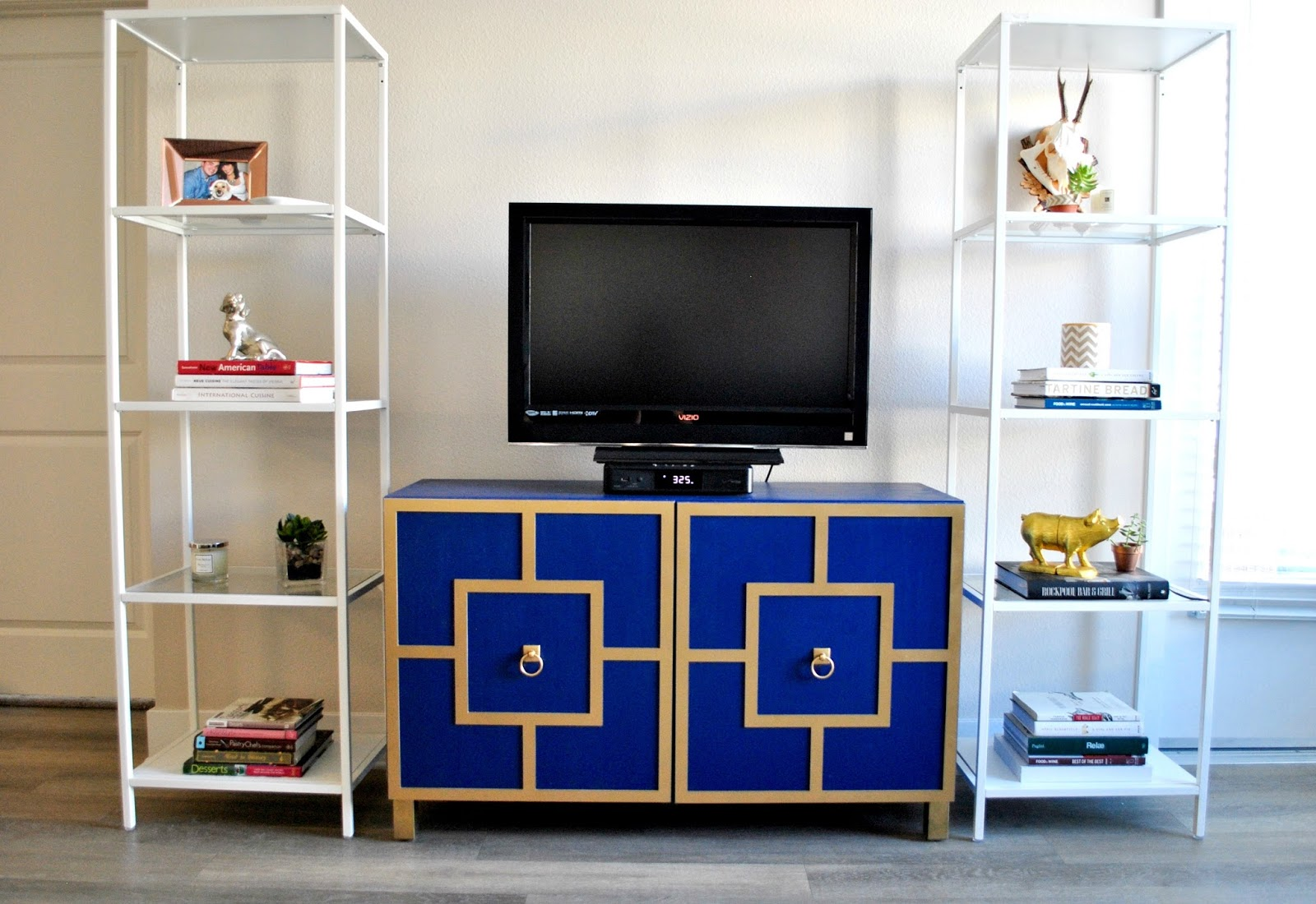 Tv Board Pinterest Le Petit Luxe Ikea Hack Besta Tv Unit
