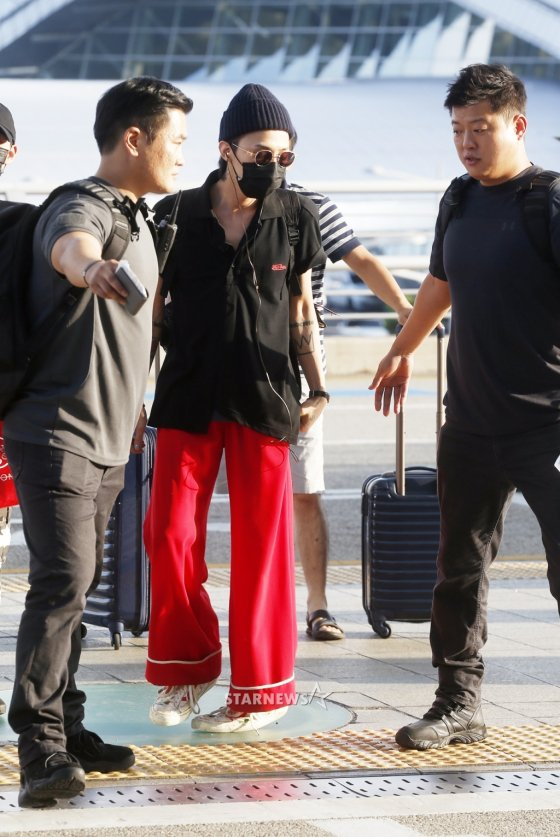 Why The Desire To Dress Like A Scandi Never Goes Away: GD Goes For A Relaxed Look For His Airport Fashion