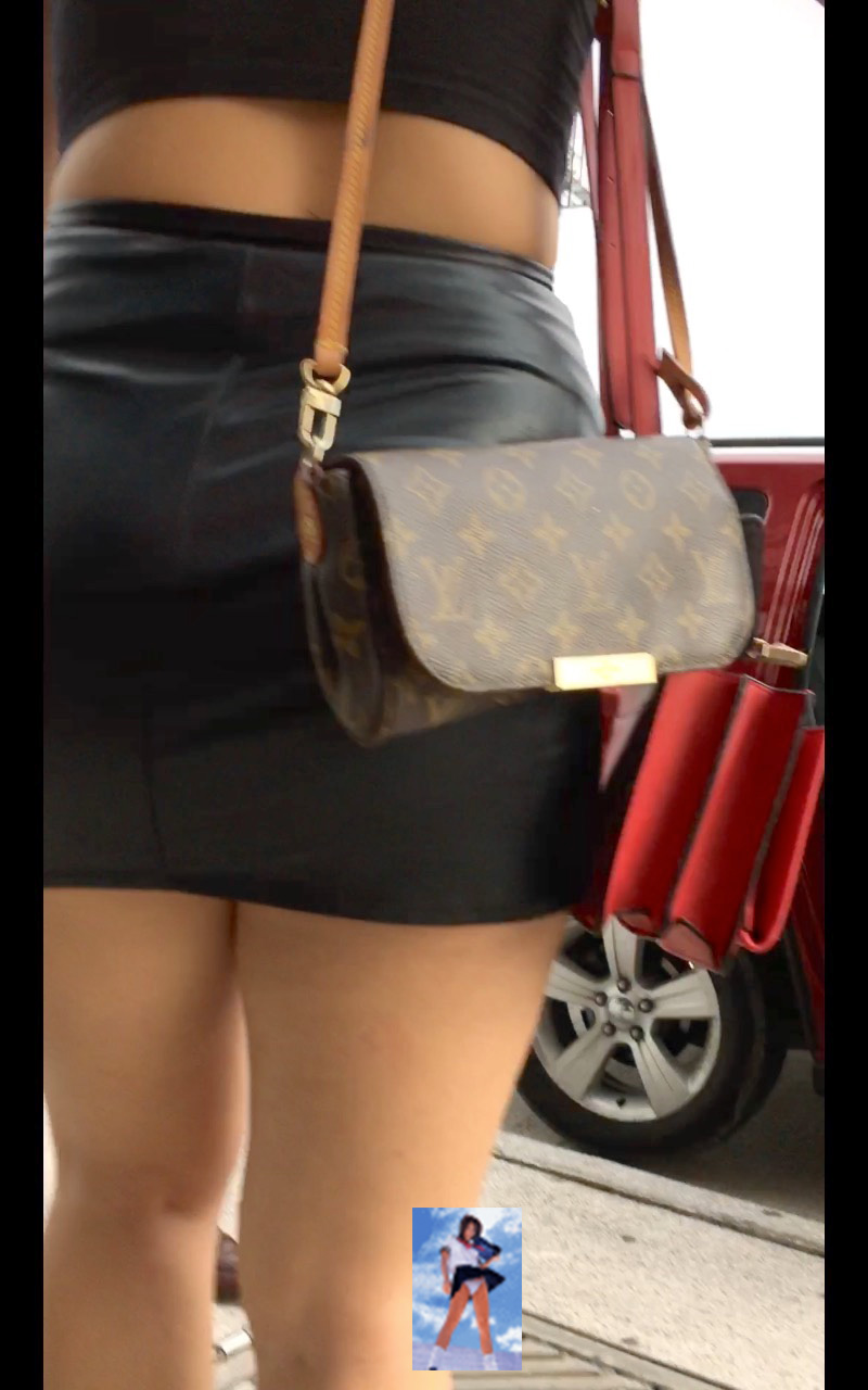 Unas ricas nalgas en minifalda y pantimedias - 1 part 8