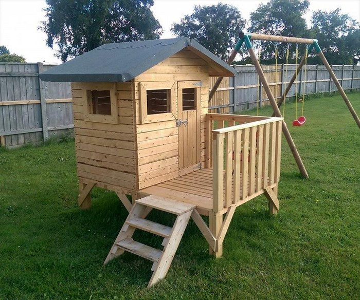 Easy make pallet playhouse for children pallets platform for Pallet house plans of i beam design