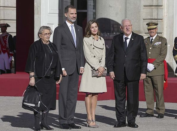 King Felipe and Queen Letizia welcomed President Reuven Rivlin and his wife Nechama Rivlin. Carolina Herrera coat