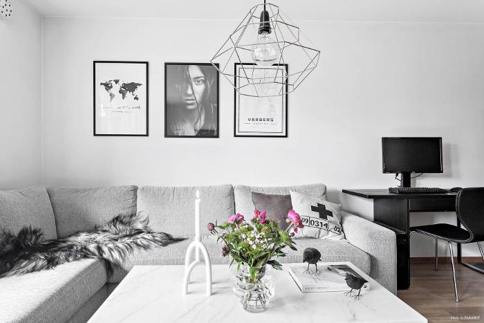 lägenhet i Varberg, varberg, varbergs, stad, lägenheter, hemnet, inredning, tvåa, göteborgsvägen, styling, ljust, vitt, annelie palmqvist, lampa, lampor, vardagsrum, vako, vas, mäklarhuset, mäklare, fotokonst, tavla, tavlor, fårskinn, skinn,
