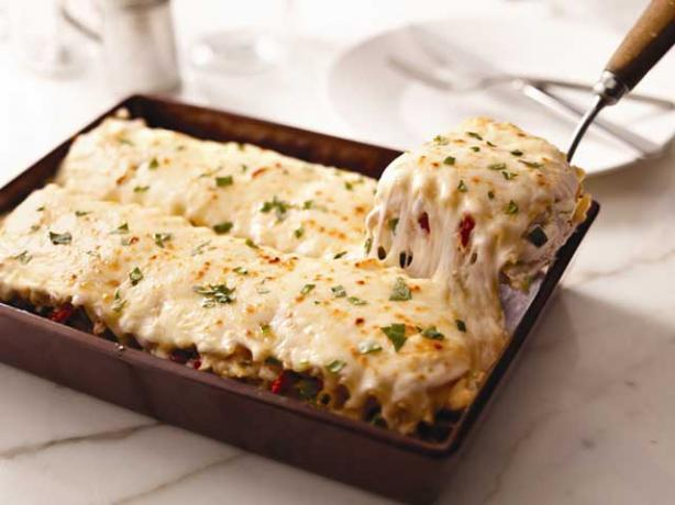 Clever, Crafty, Cookin' Mama: Creamy White Chicken Artichoke Lasagna