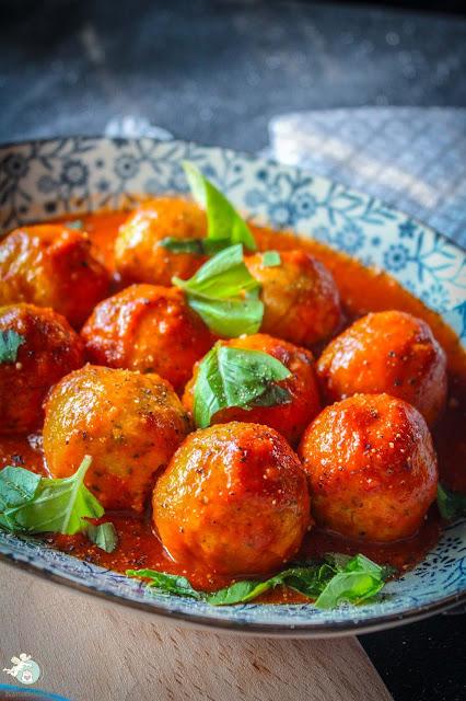 fluffige Ricottaknödelchen in Tomatensoße