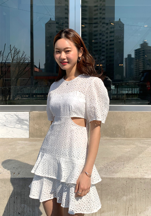 https://darkvictory.us/product/cutout-eyelet-lace-dress/36789/category/170/display/1/?utm_source=Kstylick&utm_medium=Referral&utm_campaign=CAFE24+VIRAL