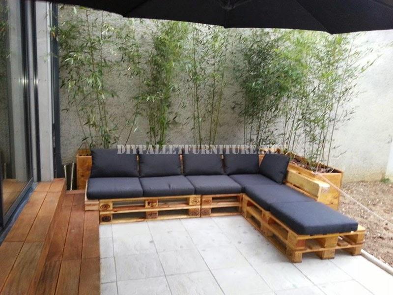 2 sofas exteriores hechos con palets y el mismo sistema. Black Bedroom Furniture Sets. Home Design Ideas