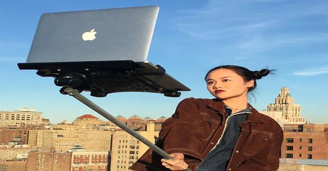 Selfie Pakai Macbook
