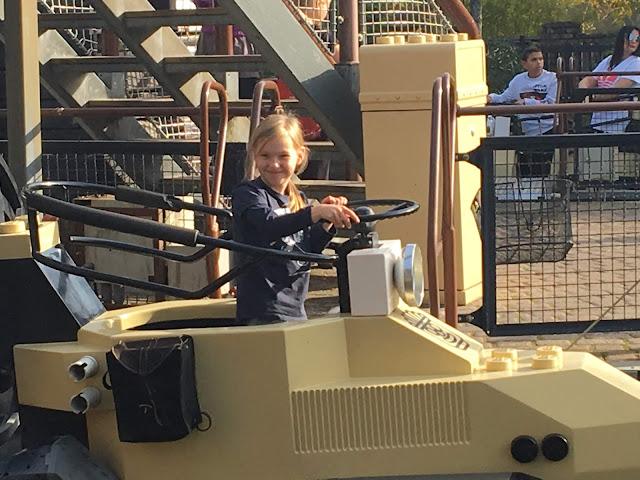 Viele Attraktionen im Legoland Freizeitpark in Daenemark