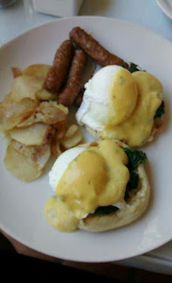 eggs benedict, french restaurant