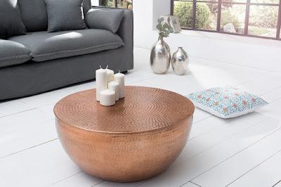 stoliky do modernej obyvacky vyrobene z kovu, nabytok reaction.