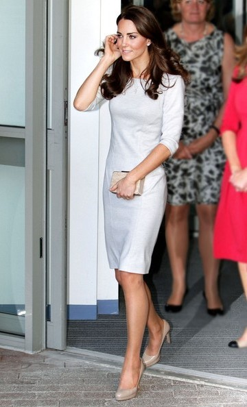 9f787f8a52c Kate Middleton Chic Ensemble in White Dress and Nude Pumps ...