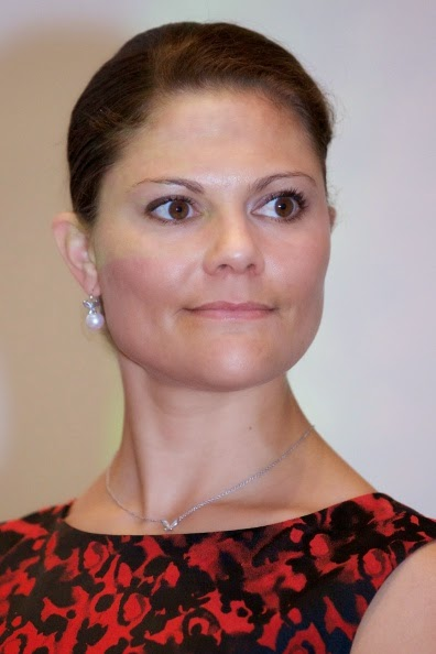 Swedish Crown Braid Tutorial: Royal Family Around The World: Swedish Crown Princess