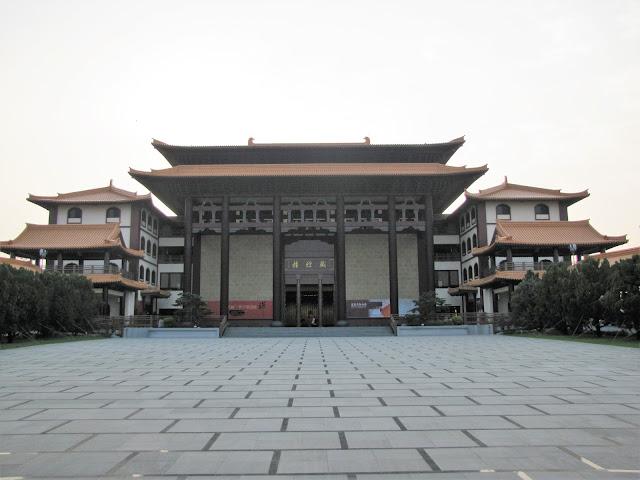 sutra repository fo guang shan kaohsiung taiwan