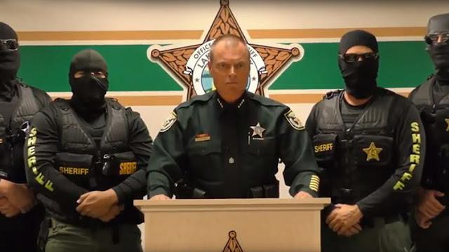"""""""Vendremos por ti"""": Policías de EE.UU. enmascarados lanzan un video al estilo del Estado Islámico"""