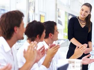 Ternyata Ini Rahasia Menggunakan Body Language Agar Sukses Saat Presentasi
