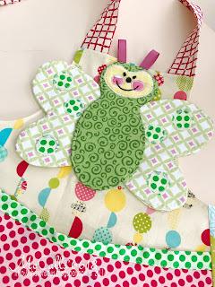 https://2.bp.blogspot.com/-BALRbtL69BY/WX6FpWdPbVI/AAAAAAAALpg/RnBKlCX0asQAIpsQgX6DgPFtpiHmcs3vgCLcBGAs/s320/McCalls-6618-Butterfly-Apron-Bib.jpg