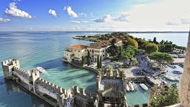 Lac de Garde : 4 jours avec Vol, Hôtel, Petit-déjeuner et Parc pour 139€