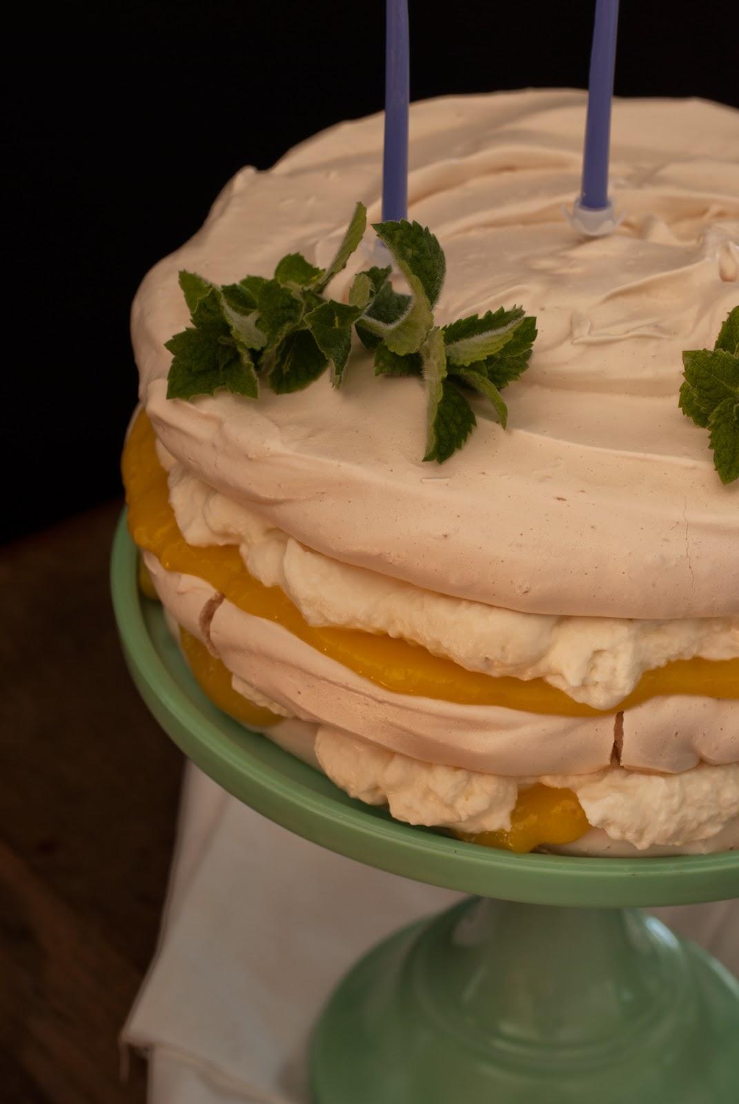 Cytrynowy tort bezowy z lemon curd