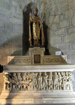 Escultura de San Hilaire. Abadía de Saint Hilaire. País de los Cátaro