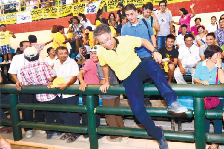 Roxas relies on mayors, Aquino allies to win Cebu