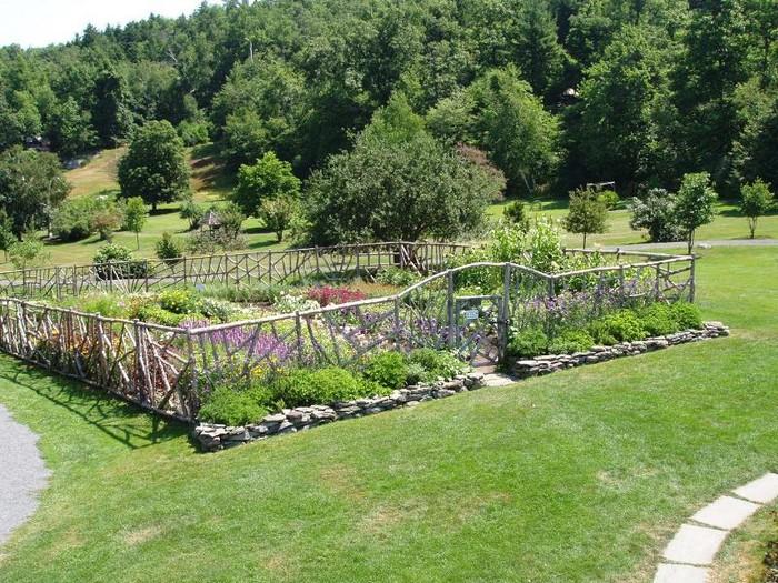 Two men and a little farm inspiration thursday hobbit for Kitchen garden fence