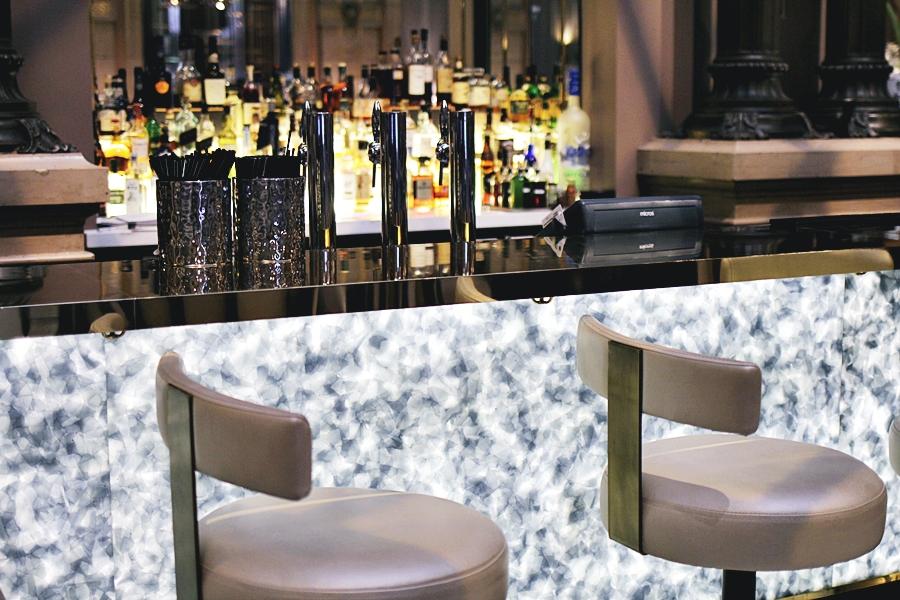 hilton hotel bar