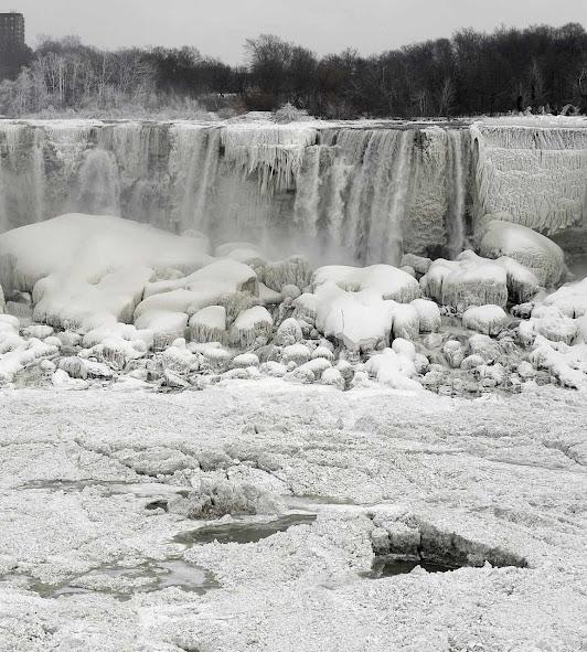 Vórtice polar congela parcialmente a queda de Niagara