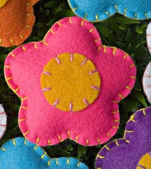 http://portaldemanualidades.blogspot.com.es/2011/06/flores-de-fieltro.html